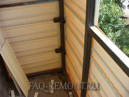 Обшивка балкона сайдингом своими руками - полезные советы.